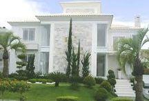 fachada de casas com escada