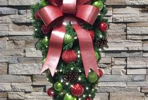 Wreath Decorating / Wreath Decorating Ideas
