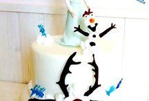 Frozen Cake 2 / La Regina Elsa ha sprigionato tutti i suoi poteri...Racchiusa in un'ampolla magica con sua sorella Anna nel regno di Arendelle e' circondata da un inverno perenne!...A fargli compagnia il mitico Olaf! Una torta per un compleanno super ghiacciato! #frozencake #elsa #disneycake #olaf #tortedecorate #castelliromani #cakedesign #Genzano www.torteamorefantasia.com