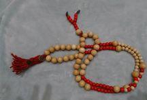 MALA / MALA (Meditationskette)Mala (Meditationskette) 108 Echtholzperlen einen Länge von 70 cm - 100 cm je nach Perlen und Länge, alles Handemade mit Juteband und geölten Perlen