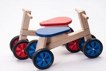 Loop- en duwwagens / Kinderen die leren lopen moeten eerst nog steun hebben. Met onze loop- en duwwagens leren uw kinderen veilig lopen