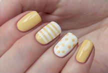 Uñas con amarillo