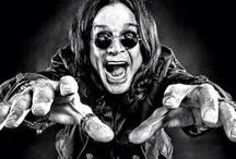 """Black Sabbath / Black Sabbath  formada en 1968 en Birmingham, Inglaterra por Tony Iommi (guitarra), Ozzy Osbourne (voz), Geezer Butler (bajo) y Bill Ward (batería). Quienes son considerados por muchos como los """"creadores"""" del rock pesado a nivel mundial."""