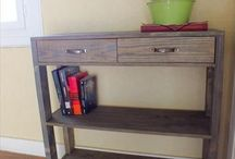 Pallet Entryway Table / DIY pallet entryway table for your home.