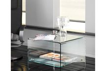 Glazen Hoektafels / Glazen hoektafels uit de collectie van glazentafel.com. Alle uitgelichte glazen hoektafels zijn gemaakt van veiligheidsglas. Veiligheidsglas is veel sterker dan normaal glas. Een ander eigenschap is nog belangrijker. Mocht het meubel kapot gaan, dan valt het in ongevaarlijke brokjes uiteen. Er ontstaan géén gevaarlijke glasscherven.