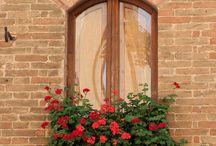 Pencereler..! ardında, özlemlerim.. / Pencereler, Ardinda kâh hüzünlü, Kâh mutlu, hikâyeler..