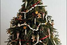 Dollhouse - Christmas / Festive decorations and furnishing ideas for Christmas scenes in 1/12 scale dollhouses.