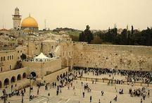 Izrael utazás / Izraelben járva úgy érezzük, hogy megelevenedik a történelem és életre kelnek a vallások. Ajándékozzuk meg magunkat az élménnyel és legalább egyszer látogassunk el Jeruzsálem városába! Last minute Izrael utazás ajánlatokért kattints ide: http://www.divehardtours.com/izraeli-korutazas/