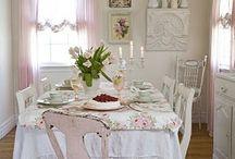 Romanttinen sisustus / Valkoista, vaaleanpunaista, ruusuja, pitsiä - romanttista