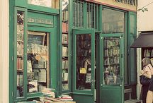 Antique bookshops' windows / Antique books on shop-windows.