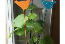 Maimagazin 2017 / Als Gudrun die Mohnblumen auf den Bildern vom letzten Sommer sah, war sie so inspiriert, dass sie sofort anfing zu malen. Es entstand ein fröhliches Aquarell - der Auslöser einer ganze Maikollektion voller Stickereien, Punkten und Streifen. Der Mai 2017 ist ein Fest voller fruchtiger Farben