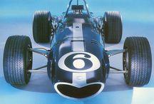 F1 Eagle (Anglo American Racers) / イーグル(Eagle)ことアングロ・アメリカン・レーサーズ(Anglo American Racers)は、1966年から1969年にかけて英国を本拠として活動したF1コンストラクターである。25レースで延べ34台を出走させ、非選手権を含め2勝を挙げている。 All American Racersは、アメリカのレーシングチーム・コンストラクター。略称はAAR。ダン・ガーニーが設立し、F1にはAnglo American Racersとして参戦。