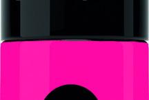 ROXY x GEMEY MAYBELLINE / Sans complexe et sans se ruiner ColorShow de Gemey-Maybelline est le meilleur allié de l'été, l'accessoire indispensable! Maxi-Brillance et maxi-tenue, les pigments de la formule ColorShow captent la lumière et la reflètent pour une brillance glossy ! Performante, sa formule résiste aux chocs et à l'usure. Sans écaillements, elle est idéale pour les amatrices de sensations fortes ! http://lesgarconsenligne.com/2014/05/07/roxy-x-gemey-maybelline/