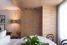 Costela de Adão / Também conhecida como Monstera deliciosa, a Costela de adão é uma planta com cor vibrante e tamanho ideal para decorar o interior do lar.