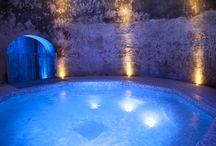 La SPA / Nei vecchi locali della cantina dei Monaci è stato ricavato il nostro centro benessere. Piccola chicca la vasca idromassaggio  ricavata nella grotta che adì era il pozzo di raccolta dell'acqua piovana.