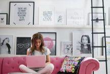 Mieszkanie: różowa kanapa