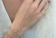 Bracelets for yourSelfie! / Delikatne bransoletki z ręcznie szlifowanych kamieni naturalnych z dodatkiem w postaci zawieszki z naszym logo ozdobionej świetlistą cyrkonią. Zobaczcie najmodniejsze kolory tego sezonu!