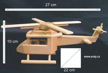 Vrtulník, helikoptéra - dřevěné hračky / Civilní vrtulník i vojenská helikoptéra ze dřeva je hračka s otočnýma vrtulema. Stabilní pevné díly odolají i malým lumpíkům.