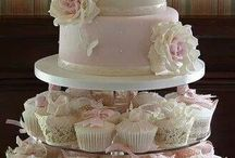 pinky cupcake and whole cake for wedding cake