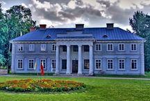 Łabuńki Pierwsze - Pałac / Pałac w Łabuńkach Pierwszych zbudowany w latach 1801 - 1815. Budowę pałacu rozpoczął Stanisław Grzębski w 1810 roku, budowę pałacu dokończyła jego córka Teofila Karnicka. - Ostatnim właścicielem był Jan Kołaczkowski. Od 1997 roku mieści się w nim Zgromadzenie Misjonarzy Krwi Chrystusa, a w oficynach – Dom Rekolekcyjny (gdzie można wynająć pokoje gościnne) i Hospicjum Santa Galla.