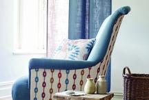 Maida de SANDERSON HOME / Una colección de estilo rústico y campestre con dibujos a mano alzada, diseños divertidos y fáciles de combinar. Una paleta de colores neutros que se intercalan con colores en tendencia, como los grises, azules, corales y dorados, que aportan un toque contemporáneo a la colección.