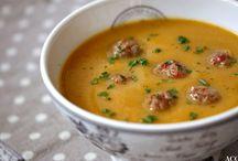Suppe til folket / Det finnes nesten ikke noe som er så deilig som en god suppe - enten du lager til 1 eller 20. Invitér venner og familie til å samles noen timer over suppegryta, så vil du se hvor sosialt suppe faktisk er :-)