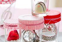 ולנטיינ'ז דיי / אחד הימים הרומנטיים ביותר שיש, יום שכולו לבבות ורודים ואדומים.