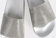 Slippers, Slides & Flip-Flops