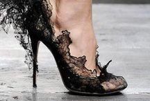 FANTASTIC SHOES / by Amelia Scasso Belloso