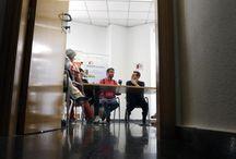 La Poesía Es Noticia. 2. / LA POESÍA ES NOTICIA es un festival que convierte la ciudad y la provincia de Alicante en un escenario de amplia repercusión cultural a partir de la poesía, diseñándose como una propuesta  integradora de los distintos colectivos promotores, visibilizando el género de la poesía y a los autores contemporáneos, hombres y mujeres jóvenes que hacen poesía  de vanguardia.