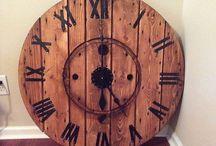 DIY Wooden-reel clocks