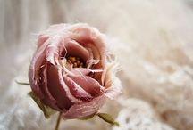 millinery flowers / 手仕事の服飾花 / 素晴らしい手仕事の装飾花、コサージュをピンしています。