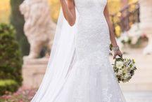 Stella York + Braut.de / Glamourös. Sexy. Elegant. Inspiriert von aktuellen Trends präsentieren sich die Brautkleider von Stella York mit spektakulären Stickereien, Spitzen und Stoffen – zu einem Preis, den Bräute lieben werden!