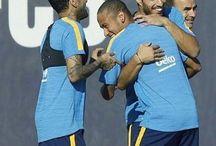 Neymar Jr , Dani Alves , Luis Suarez i Andres Iniesta
