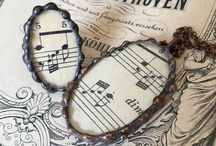 EDIARTGLASS STAINED GLASS LACE JEWELRY / Hand made stained glass jewelry with laces, sheet music etc. #stainedglass#jewelry#handmade#neklace#pendant#lace#antik#vintage