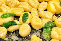 Italienische Küche / La Cucina Italiana: verwöhnen Sie Ihre Freunde doch mal mit einem Menü voller Lebensfreude. Schließlich gilt die italienische Küche als eine der besten der Welt.