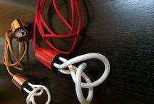 Plumen 001 izzó piros színű textil függeszték