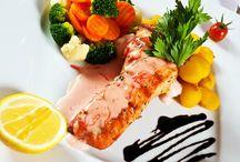 Restauracja Dwór Choiny / Zapraszamy serdecznie do restauracji Dwór Choiny. Serwujemy dania kuchni polskiej i europejskiej.