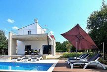 Kroatien - Moderne Villa - Porec-Gulici / Bauqualität und Ausstattung der Villa entsprechen mitteleuropäischem Standard. Es bleiben kaum Wünsche offen.  Gulici bietet alle Voraussetzungen für angenehme Aufenthalte.
