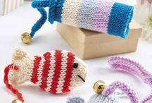 Pet Accessories: Knitting & Crochet Patterns / Discover knitting and crochet patterns that your pets will adore!