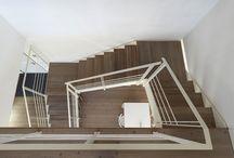 Private house, Trento, Italy / Al centro di una prestigiosa villa prefabbricata in bioedilizia, la scala congiunge, valorizzando e in perfetta armonia, i due livelli giorno e notte.