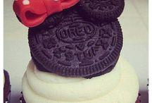 Cupcakes&Cakes / by Melissa ruelas