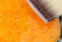 Soins maison / Pourquoi se ruiner en produits de beauté lorsque vous pouvez les fabriquer à peu de frais en quelques minutes ? Dermabeauty vous donne ses recettes maison de soins, crèmes, gommages, et masques pour le visage et le corps.