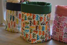 Sacos para juguetes, mantas, cojines.... / Sacos realizados en tela estampada y loneta para poder guardar los juguetes de los mas pequeños, o las mantas y cojines en nuestro salón....