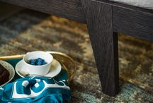 """Letti - Teo / Teo è un letto con struttura in legno dalle forme essenziali e moderne disponibile con due varianti di piattaforma. Il pannello testiera può essere """"vestito"""" da un cappuccio imbottito e trapuntato disponibile in tutti i rivestimenti a campionario. Dispone inoltre di una versione con contenitore nella piattaforma """"P18/P24/P22""""."""