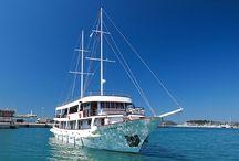 Dovolená na lodi Chorvatsko / Zažijte dovolenou na lodi podél chorvatského pobřeží, každý den budete mít příležitost podívat se jinam. Tato nevšední dovolená je vhodná pro všechny věková kategorie. Poznáte Chorvatsko za 7 dní!