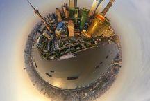 AirPano / Показаны сферические аэропанорамы красивейших городов мира  Британское издание The Daily Mail опубликовала снимки, являющихся частью проекта AirPano, в котором представлены сферические аэропанорамы красивейших городов мира.   Для получения подобных кадров умельцы используют новаторской метод аэрофотосъемки, а также функции Photoshop.  На сегодняшний день #AirPano стал крупнейшим в мире ресурсом по созданию сферических панорам, снятых с высоты птичьего полета.
