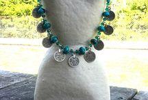 Bijoux bohèmes, hippie chic / Retrouvez tous mes bijoux  (colliers, boucles d'oreilles, bracelets ) réalisés à partir de pierres de gemmes semi-precieuses et naturelles... Chaque modèle est unique, réalisé à la main...
