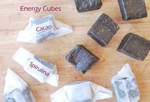 Cacao Spirulina Energy Cubes / Raw Vegan, Gluten-free, Sugar-free, Soy-free and Oil-free. These cubes have a good amount of protein, they are easy to take on the go and super delicious.