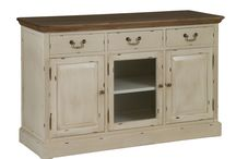 Lauren / Muebles de estilo vintage realizados en madera de paulownia decapada en color beige y teca natural.